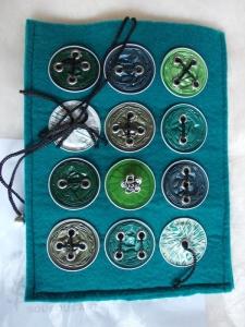 Hülle Case Etui Tasche für E-Book-Reader aus Filz und Nespresso-Kapseln-Knöpfen  ♥ *greencap* green - Handarbeit kaufen