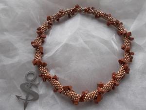 Halskette  Perlenkette Glasperlen Rocailles ♥ Spirale Gold Stone Halbedelstein  - Handarbeit kaufen
