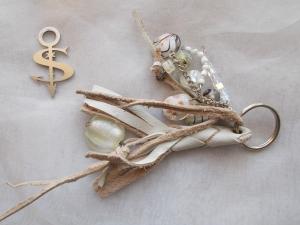 Schlüsselanhänger Schmuckanhänger Schlüsselring echt Leder ♥ Pretty Pearls weiß - Handarbeit kaufen