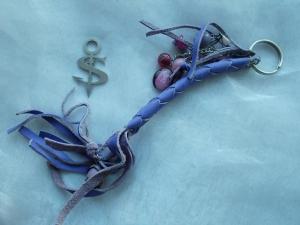 Schlüsselanhänger Schmuckanhänger Schlüsselring echt Leder ♥ Pretty Pearls lila - Handarbeit kaufen