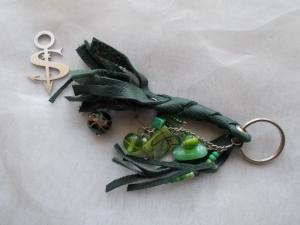 Schlüsselanhänger Schmuckanhänger Schlüsselring echt Leder ♥ Pretty Pearls dunkelgrün - Handarbeit kaufen