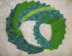 DRACHENSCHWANZ Schal  ♥ wunderschöner Strickschal *Drachenschwanz grün* Handarbeit Unikat gestrickt