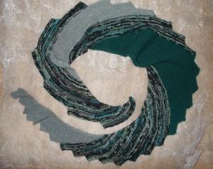 DRACHENSCHWANZ Schal  ♥ wunderschöner Strickschal *Drachenschwanz dunkelgrün* Handarbeit Unikat gestrickt - Handarbeit kaufen