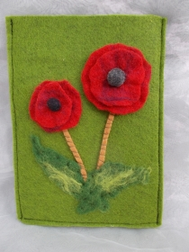 Hülle Case Etui Tasche für E-Book-Reader aus Filz und handegefilzen Blumen  ♥ Mohnblume grün  - Handarbeit kaufen