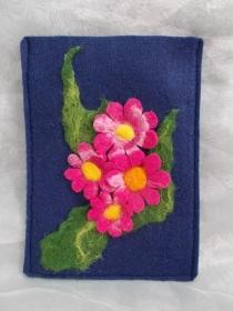 Hülle Case Etui Tasche für E-Book-Reader aus Filz und handegefilzen Blumen  ♥ Cosmea bkau - Handarbeit kaufen