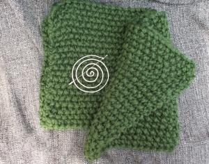 Schal  ♥ wunderschöner Strickschal grün *Big Green* Handarbeit Unikat gestrickt + Anstecknadel Spirale - Handarbeit kaufen