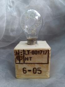 Tischlampe Dekolampe Glühbirme  Lampe ♥  *Glühlampe EPAL I * aus einem Palettenklotz und alten Glübirne mit LEDs - Handarbeit kaufen