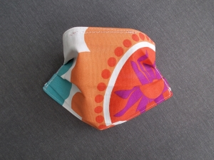 Behelfs-Mundschutz Maske Baumwolle waschbar genäht Nasenbügel Gummischlaufen *Flower Power XIV*