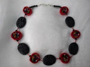 *Lava meets Wolle in Red* ♥ Collier Kette mit handgefilzten Scheiben und großen Lavaperlen - Handarbeit kaufen