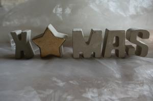 X MAS  ★   Weihnachtlicher Schriftzug aus Beton - Buchstaben + Stern in wunderschöner Holzkiste - Handarbeit kaufen