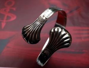 Besteckschmuck Armband Armreif aus einer Zuckerzange ♥ Shell - Handarbeit kaufen