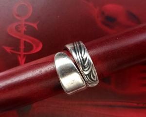 Besteckschmuck Ring ♥  *Wave* Ring  aus einem Löffel Größe 56 Stielende  - Handarbeit kaufen