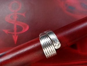 Besteckschmuck Ring ♥  *Lines* Ring  aus einem Kaffeeöffel Größe 59 Stielende - Handarbeit kaufen