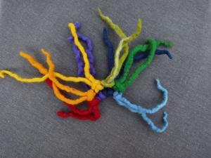 Haargummi gefilzt ♥ Haargummi Dreadlocks *Regenbogen* Haarschmuck Dreadlocks-Gummi