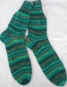 Gr. 42/43: Kuschelige Socken von Hand gestrickt aus Regia-Wolle bestellen