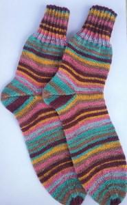 Gr. 40/41: Farbenfrohe handgestrickte Socken bestellen (Kopie id: 48840)