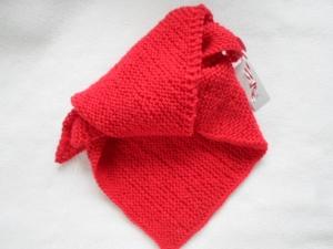 Halstuch in der Farbe rot kraus rechts handgestrickt aus reiner Wolle - Handarbeit kaufen