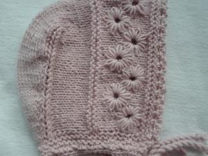 Mütze für Kinder bis drei Jahren in rosa aus reiner Schurwolle handgestrickt