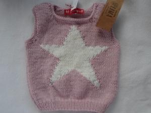 Gr.74/80 Pullunder in rosa mit eingearbeitetem Stern aus reiner Wolle handgestrickt - Handarbeit kaufen
