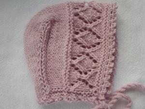 Babymütze für Kinder von ca.3 bis 9 Monaten in rosa mit Ajourmuster aus reiner Wolle handgestrickt - Handarbeit kaufen