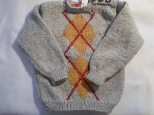 Gr.92/98 Pullover in beigegraumelange mit eingestrickten Jaquardmustern in gurrygelb und rot handgestrickt - Handarbeit kaufen