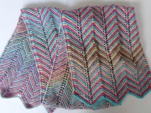 Schal in Pastelltönen aus kuschelig weicher, reiner Baumwolle im Missionistil handgestrickt - Handarbeit kaufen