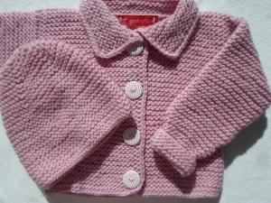 Gr.68/74 Babystrickjacke in rosa mit passendem Mützchen aus kuschelig weicher Schurwolle kraus rechts handgestrickt - Handarbeit kaufen
