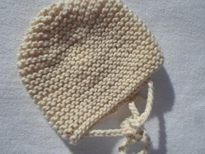 Gr.50/65 Babymütze für Neugeborene in naturweiß aus Baumwolle mit Yakwolle kraus rechts handgestrickt