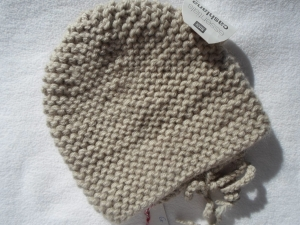 Gr.68/74 Babystrickmütze aus hochwertigem, edlem Garn, kuschelig weich in beige kraus rechts handgestrickt - Handarbeit kaufen
