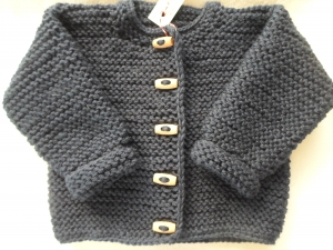 Gr.56/62 Babyjäckchen in marineblau aus weicher, strapazierfähiger, maschinenwaschbarer Wolle kraus rechts handgestrickt - Handarbeit kaufen