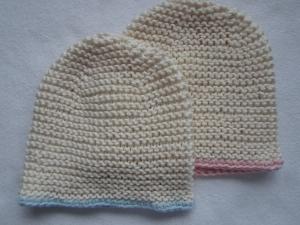 Gr.56/62 Zwillingsmützen in natur mit rosa und/oder blauem Rand aus reiner Baumwolle kraus rechts handgestrickt - Handarbeit kaufen