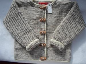 Gr.92/98 Kinderstrickjacke in beigemelange mit naturfarbenem Rand aus strapazierfähiger Wolle kraus rechts handgestrickt - Handarbeit kaufen