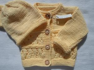 Gr. 62/68 Babygarnitur bestehend aus Jacke und passender Mütze in hellgelb in Lochmustern aus reiner, weicher Baumwolle handgestrickt - Handarbeit kaufen
