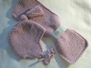 Garnitur für Kleinkinder bis 3 Jahren in der Farbe Rosa, bestehend aus Mütze und Schal aus reiner Merinowolle kraus rechts handgestrickt - Handarbeit kaufen