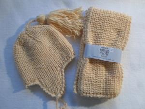 Garnitur für Kinder bis 3 Jahren in hellgelb, bestehend aus Mütze und Schal aus reiner, kuschelig weicher  Merinowolle im Halbpatentmuster handgestrickt - Handarbeit kaufen