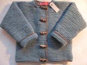 Gr.74/80 Strickjacke für Kleinkinder in jeansblau mit taupefarbenem Garn umrandet aus reiner Merinowolle kraus rechts handgestrickt - Handarbeit kaufen