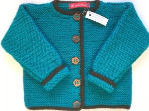 Gr.74/80 Babyjacke in petrol mit braunem Rand aus strapazierfähiger Wolle kraus rechts handgestrickt - Handarbeit kaufen