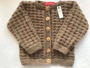 Gr.74/80 Kinderstrickjacke in taupe aus reiner Wolle im Strukturmuster handgestrickt - Handarbeit kaufen