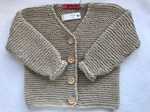 Gr.86/92 Kinderstrickjacke in beige mit V-Ausschnitt aus reiner Baumwolle kraus rechts handgestrickt - Handarbeit kaufen
