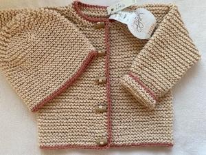 Gr. 62/68 Babyjacke mit passendem Mützchen in sandrose aus hochwertiger, reiner, weicher Baumwolle kraus rechts handgestrickt - Handarbeit kaufen