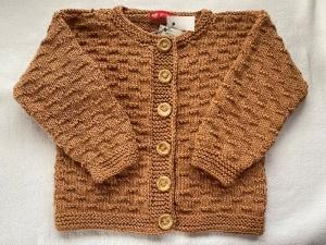 Gr.98/104 Strickjacke für Kinder in ockerbraun im Strukturmuster aus reiner, weicher Baumwolle handgestrickt - Handarbeit kaufen