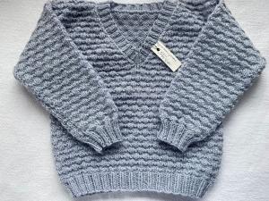 Gr.80/86 Kinderpullover mit V-Ausschnitt in grau aus reiner Wolle im Strukturmuster handgestrickt - Handarbeit kaufen