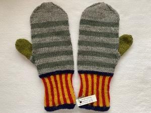 Fäustlinge in blau ,rot, gelb,  grün, hellgrau und khaki gemustert in Größe 2 (Handlänge 20 cm) aus reiner Schurwolle handgestrickt - Handarbeit kaufen