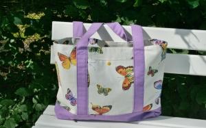 Tragetasche Umhängetasche Shopper mit Schmetterlingen  Handarbeit  weiß mit Lila