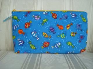 Windeltasche - Wickeltasche genäht aus Baumwollstoff  in blau  mit bunten Fischen ☆ von patchwerk ☆