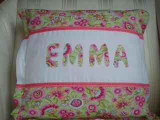 Kissenbezug  mit appliziertem Namen Ihres Kindes  - genäht aus bunten Baumwollstoffen  -  individualisierbar - ☆ von patchwerk ☆ - Handarbeit kaufen
