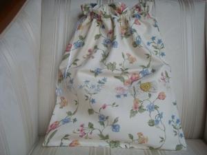 Wäschesäckchen  genäht aus einem Satinstoff mit Blümchen und Spitzenborte ☆ von patchwerk ☆
