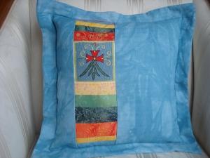 Kissenbezug - Kissenhülle -  mit Stickquadrat aus Afganistan und selbstgefärbtem Leinen ☆ genäht  von patchwerk ☆ - Handarbeit kaufen