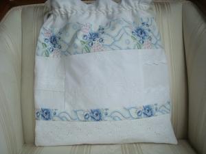 edles Wäschesäckchen genäht aus alten Bettwäschestoffen und Spitzen ☆ von Patchwerk ☆