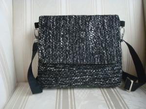 Schultertasche - Umhängetasche - Coss Body Bag - aus Boucle mit Klappe und Magnetverschluss - selbstgenäht - ☆ von Patchwerk ☆